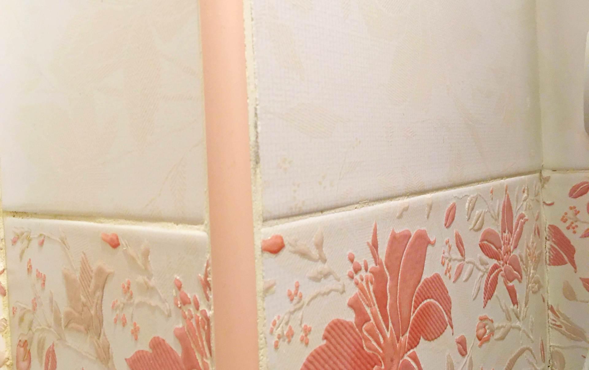 пластиковый угол плохо уложенная плитка 20 на 30 см